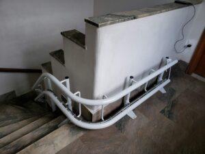 Curva guia silla salvaescaleras
